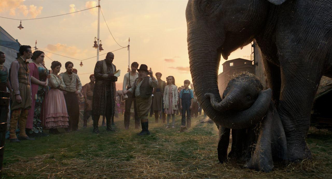 Dumbo : Photo Danny DeVito, Deobia Oparei
