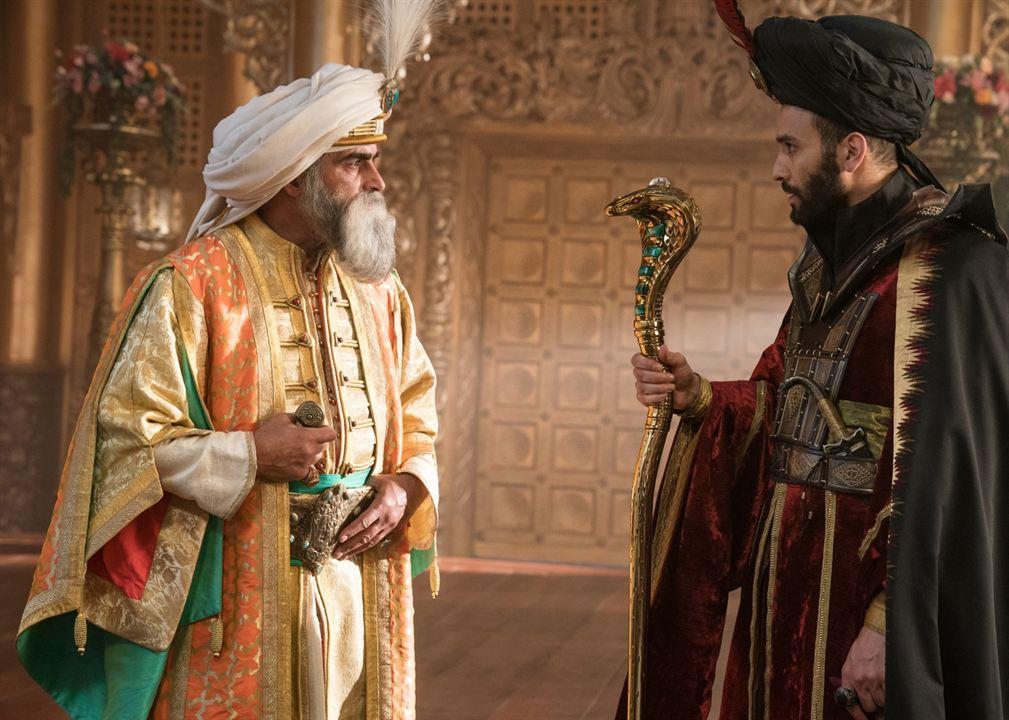 Aladdin : Photo Marwan Kenzari, Navid Negahban