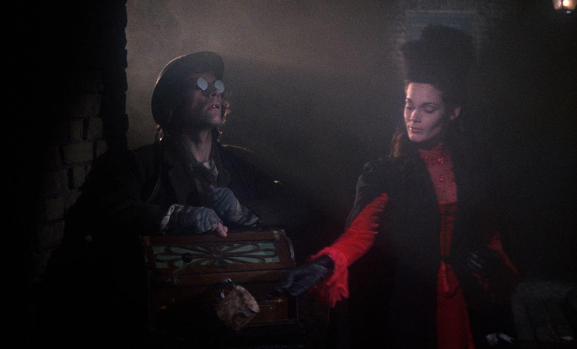 Dr. Jekyll et Sister Hyde: Tony Calvino
