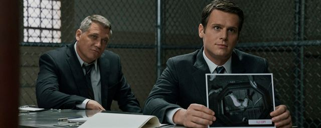 MINDHUNTER saison 2 : photo de fin de tournage en mode Noël - News ...